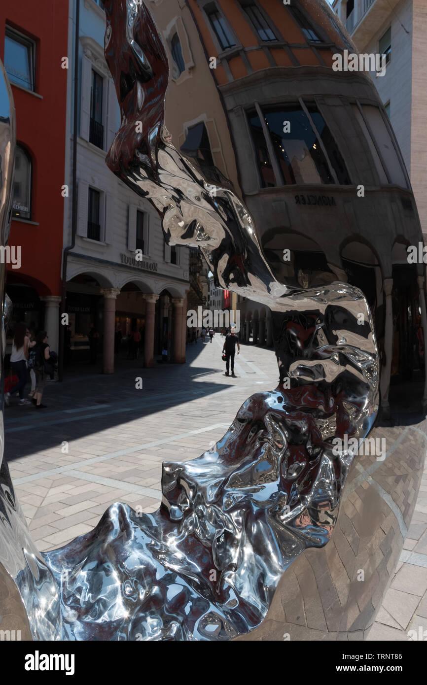 Calle en la ciudad vieja de la Lugano - Suiza Imagen De Stock