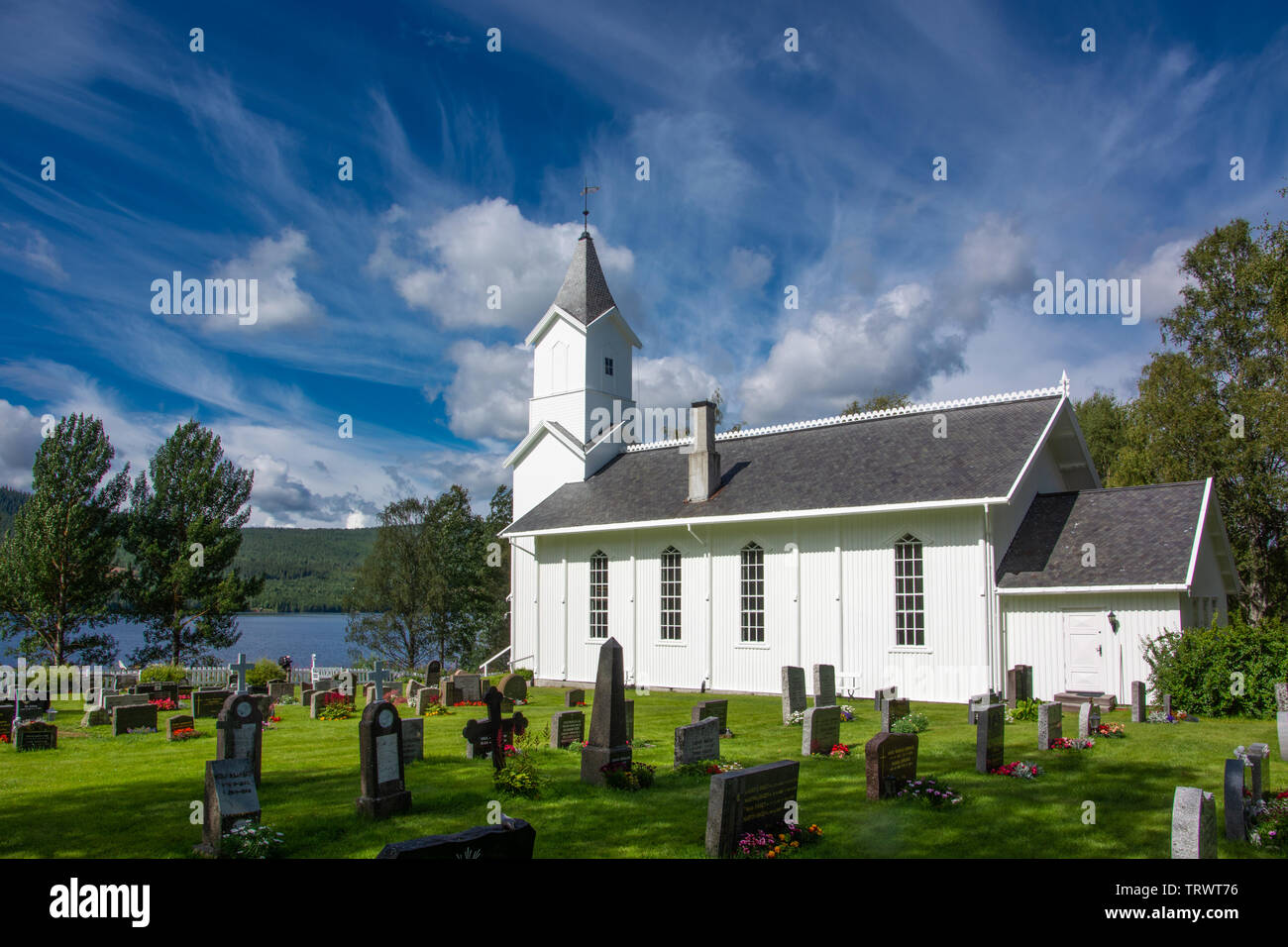 Iglesia en Osensjoen Søre Osen en Noruega / Scandinava Foto de stock