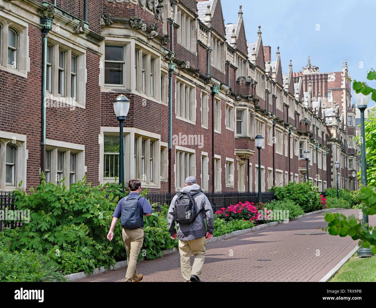 Residencia de estudiantes edificio de ladrillo de estilo gótico con elementos estilísticos, tales como ventanas y marcos de piedra alrededor de windows Imagen De Stock