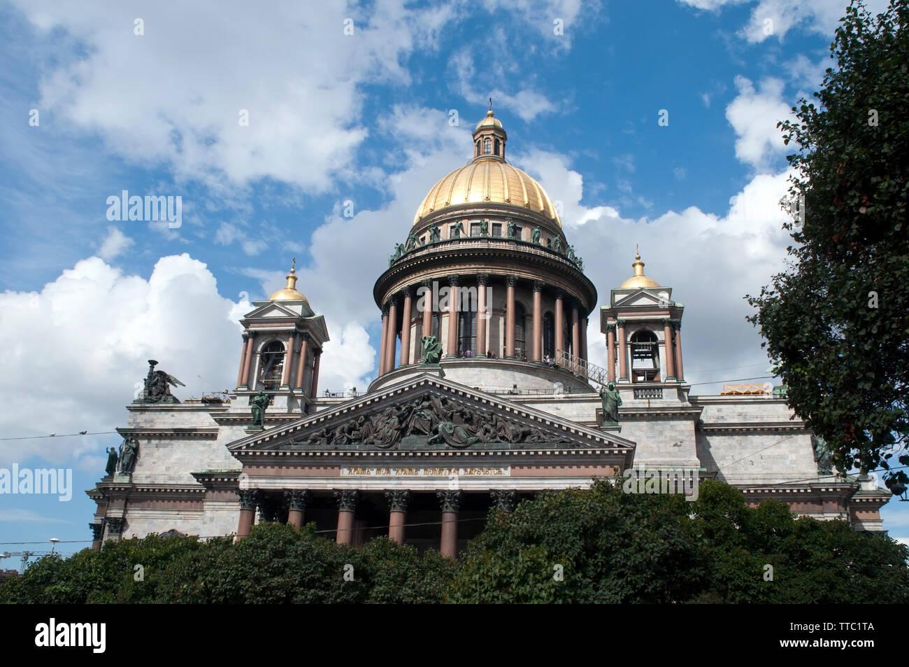 San Petersburgo, Rusia, vista del sur del pórtico de la Catedral de San Isaac o Isaakievskiy Sobor de park traducción al inglés ruso: Mi casa shal Foto de stock