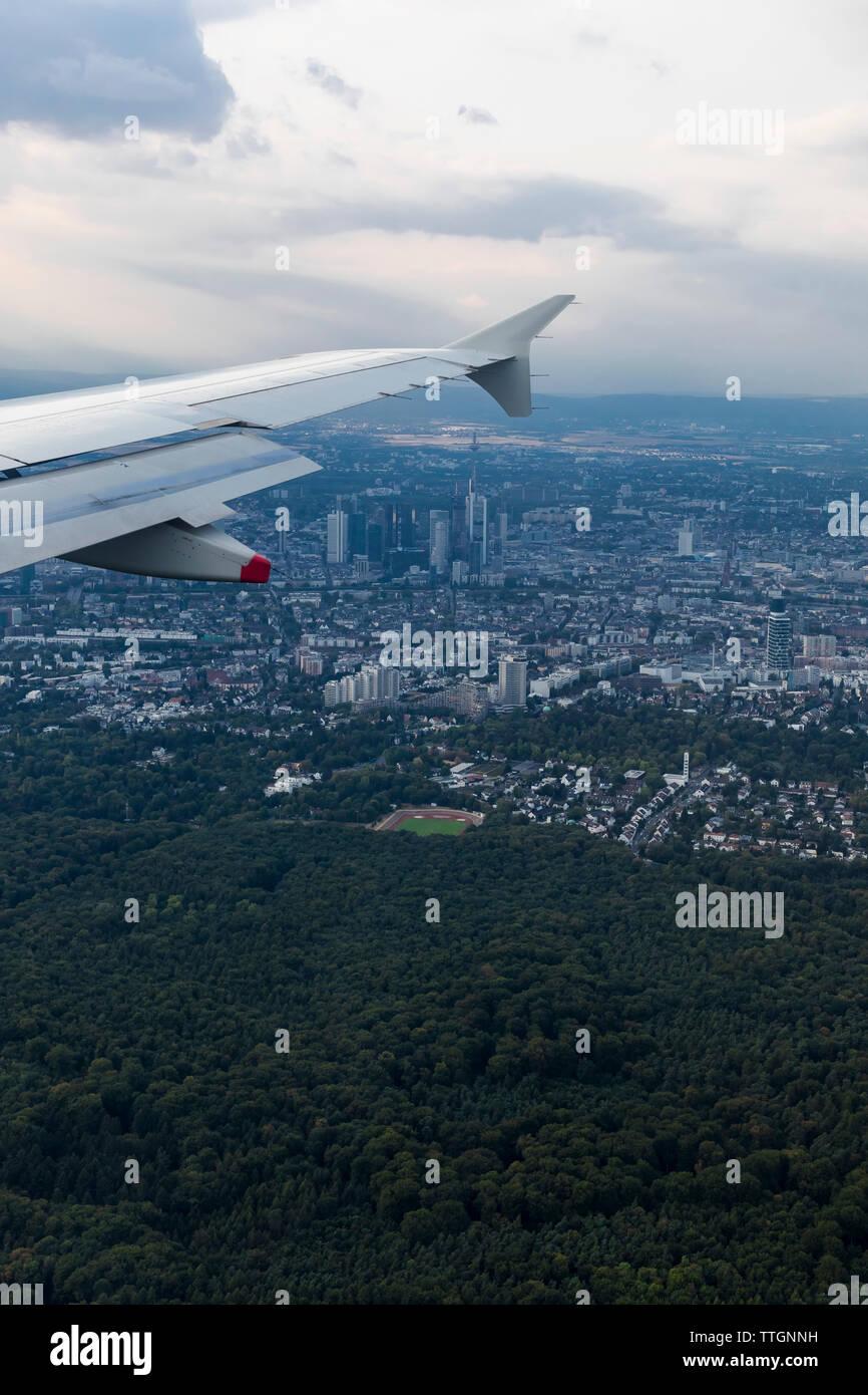 Volando sobre Frankfurt, Alemania Imagen De Stock