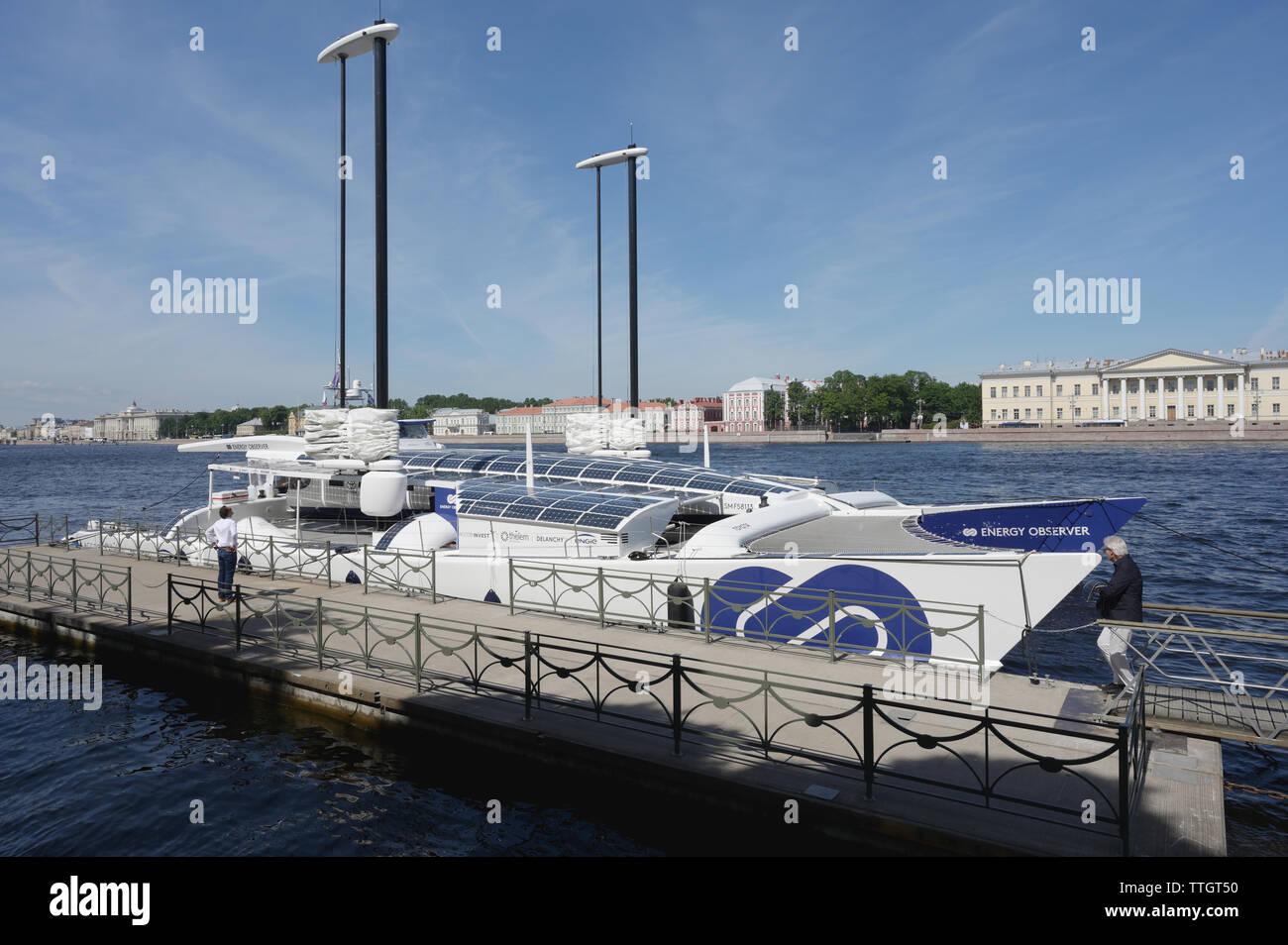 Observador de energía, hidrógeno, el buque está amarrado en San Petersburgo, Rusia. Imagen De Stock