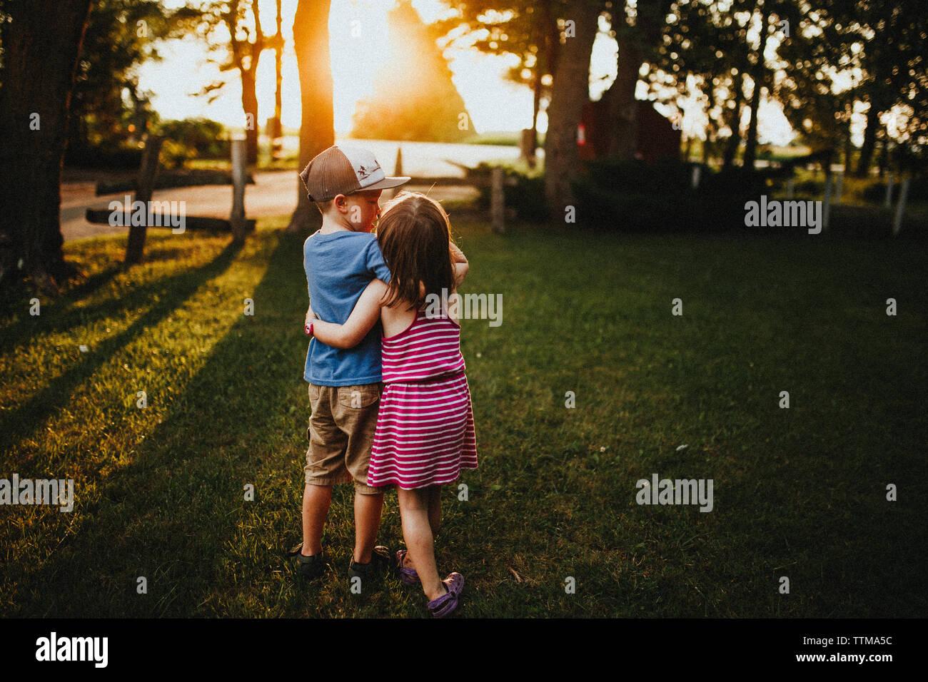 Buscar sublings off a la puesta del sol Foto de stock