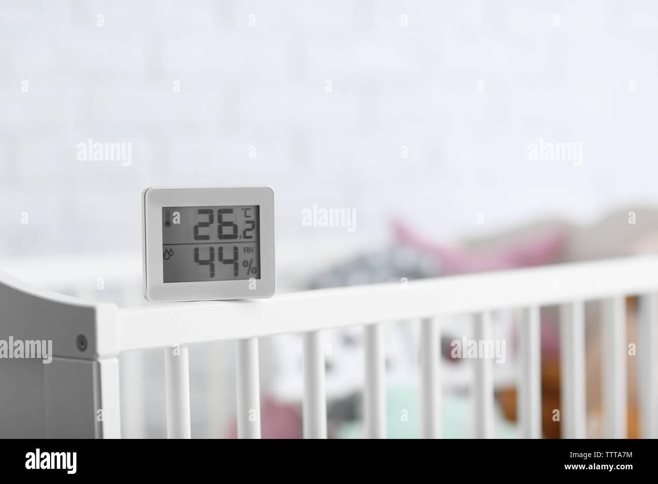 Control Digital De Temperatura Y Humedad En La Habitación Del Bebé Fotografía De Stock Alamy
