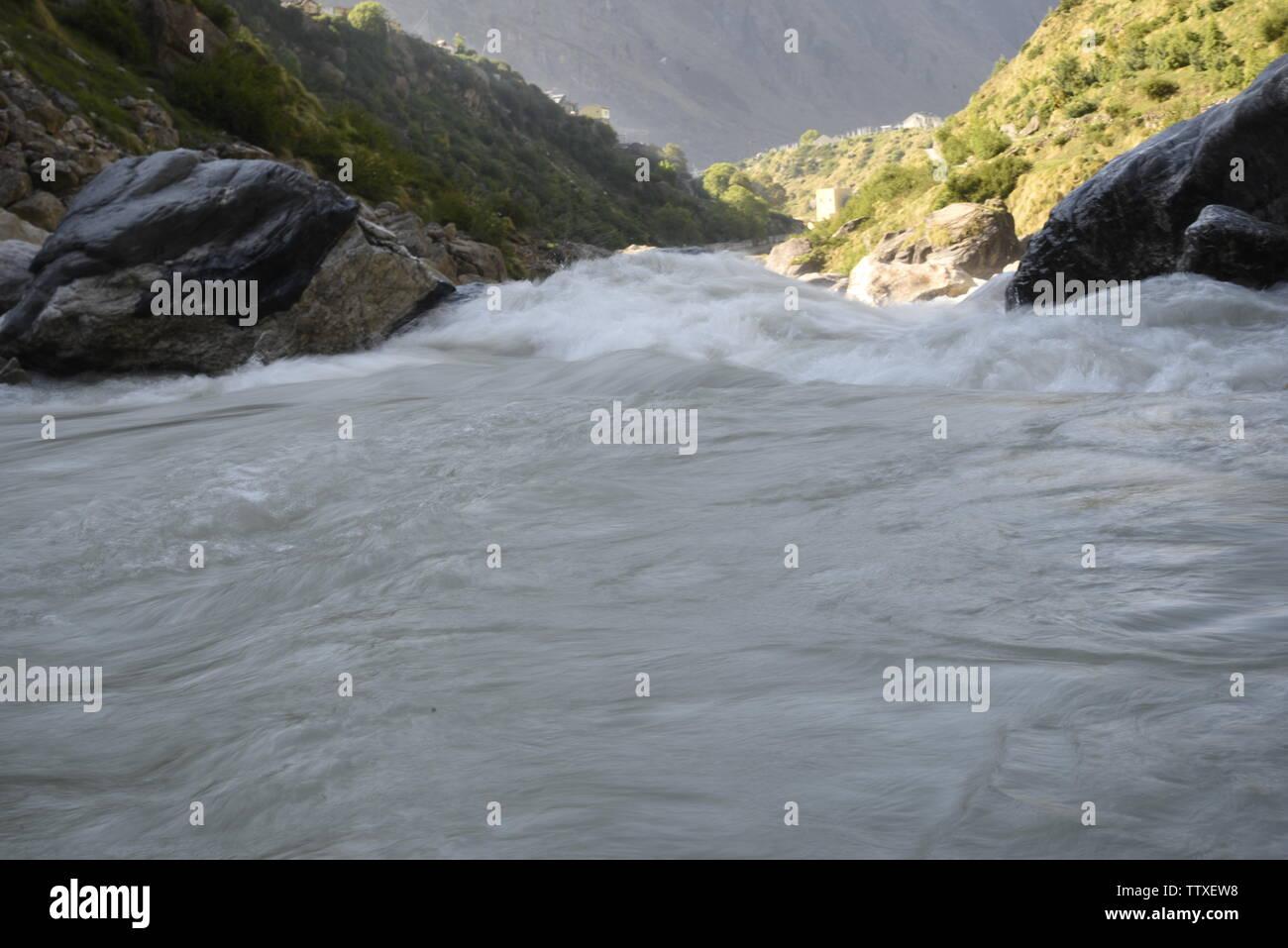 Río Sarasvati santo en la India la última aldea cerca de Maná , Badrniath Chamoli, Rudrapryag, India, Asia Foto de stock