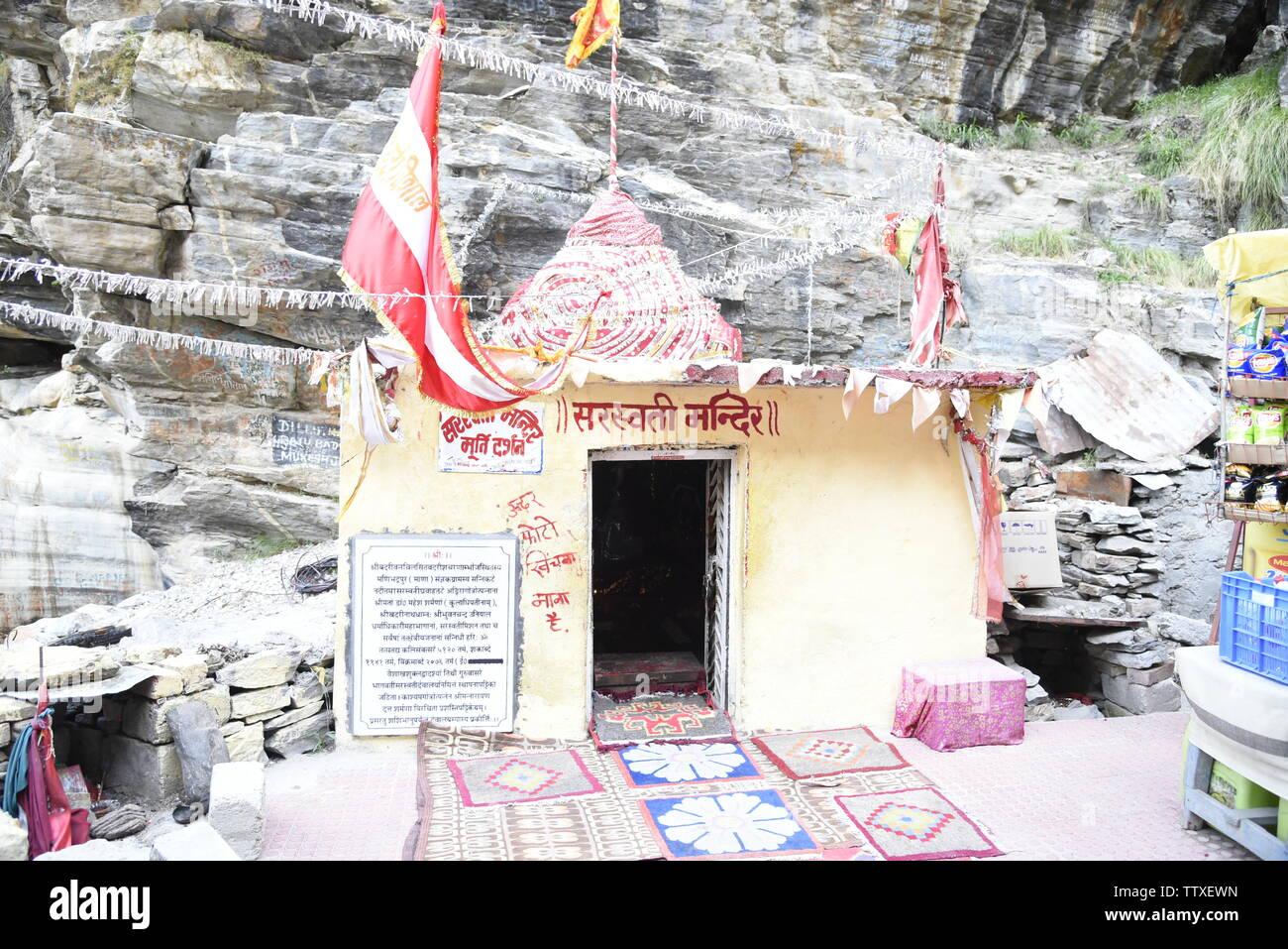 En la India el Templo Sarasvati última ALDEA aldea de maná 2019 en el Tíbet, cerca de la Frontera , Badrniath Chamoli, Rudrapryag, India, Asia Foto de stock