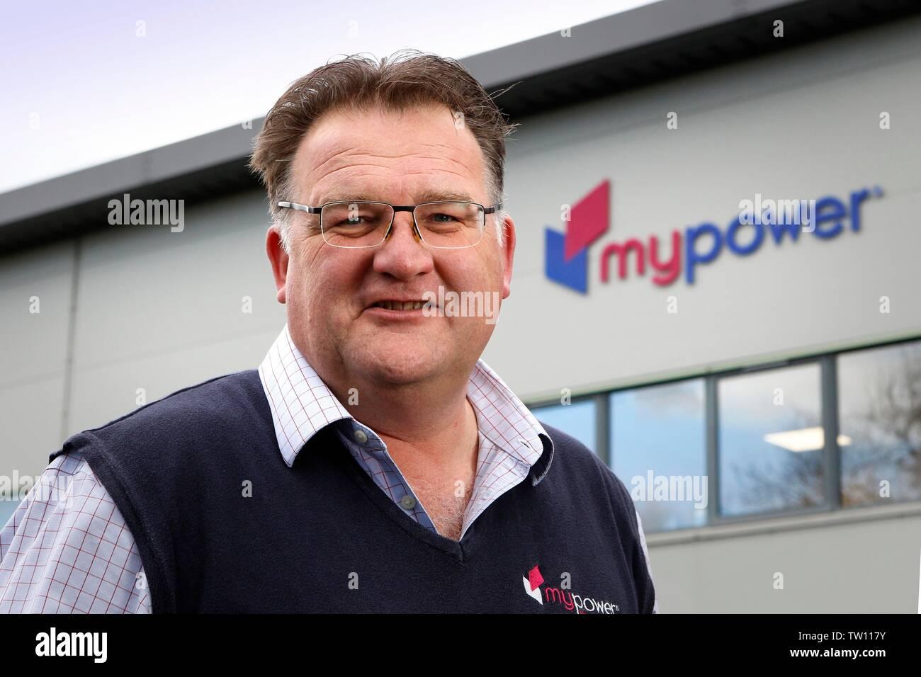 Ben Harrison, socio gerente de mypower, la instalación de paneles solares, la compañía con sede en Toddington, Gloucestershire, Inglaterra, Reino Unido. Imagen De Stock