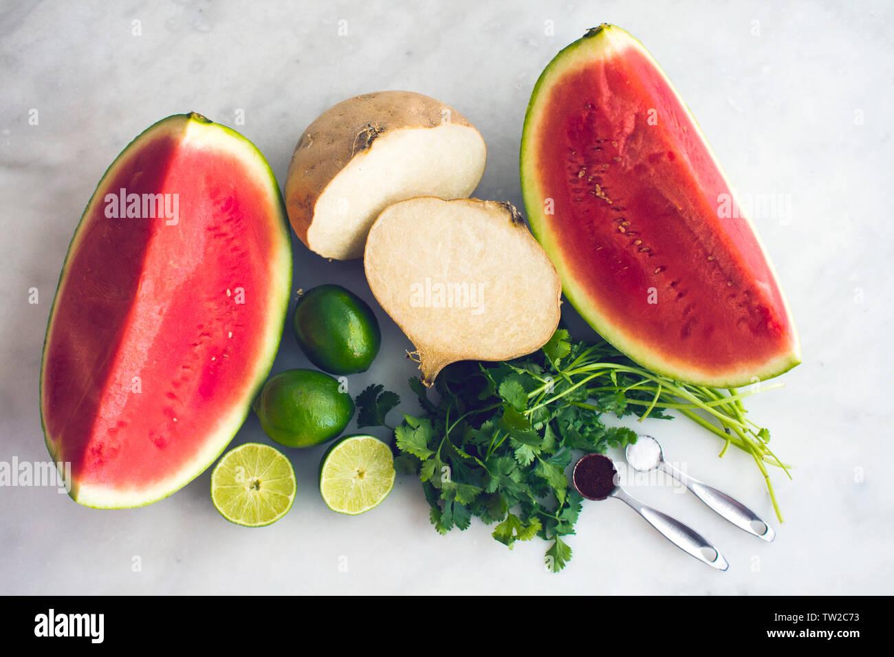 Sandía y jicama ensalada de frutas ingredientes Foto de stock
