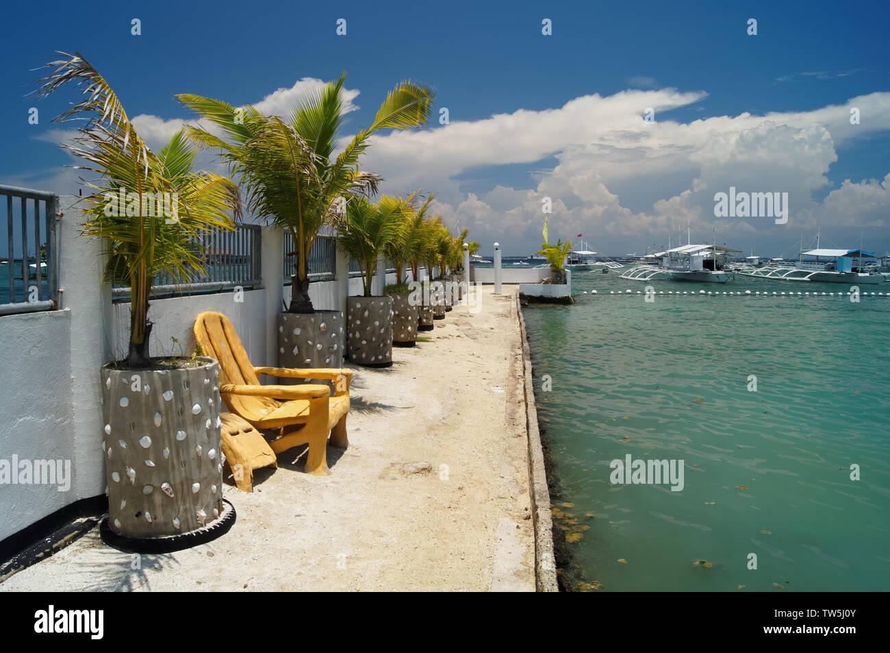 Sudeste de Asia,Filipinas,Metro Cebu,isla Mactan,Maribago,EGI Waterfront Resort de Playa Foto de stock