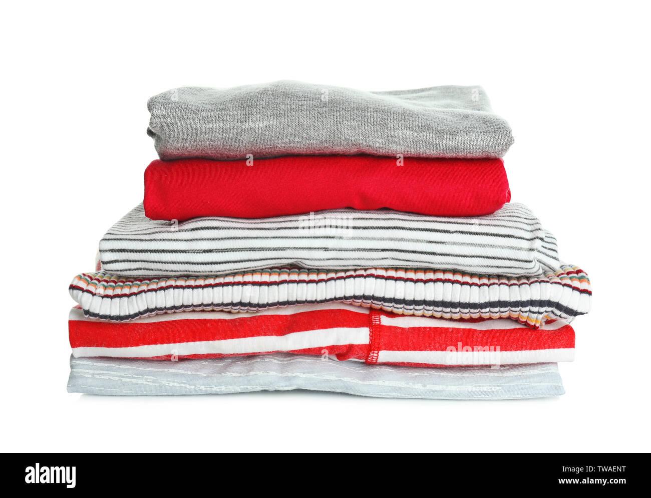 Pila de ropa sobre fondo blanco. Día de lavandería Foto