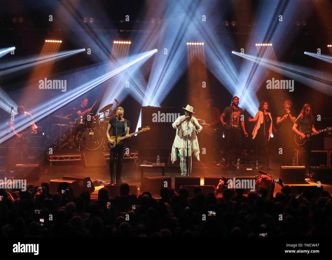 Sting y Shaggy realice en Camden la legendaria sala de música, el Roundhouse Featuring: Sting, Gordon Sumner, Shaggy donde: Londres, Reino Unido cuando: 19 de mayo de 2019 Crédito: John Rainford/WENN Foto de stock