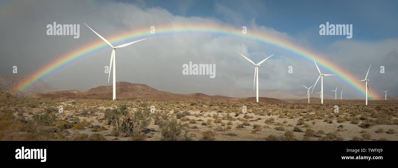 Arco iris sobre los molinos de viento, el Condado de Imperial, California, Estados Unidos Imagen De Stock