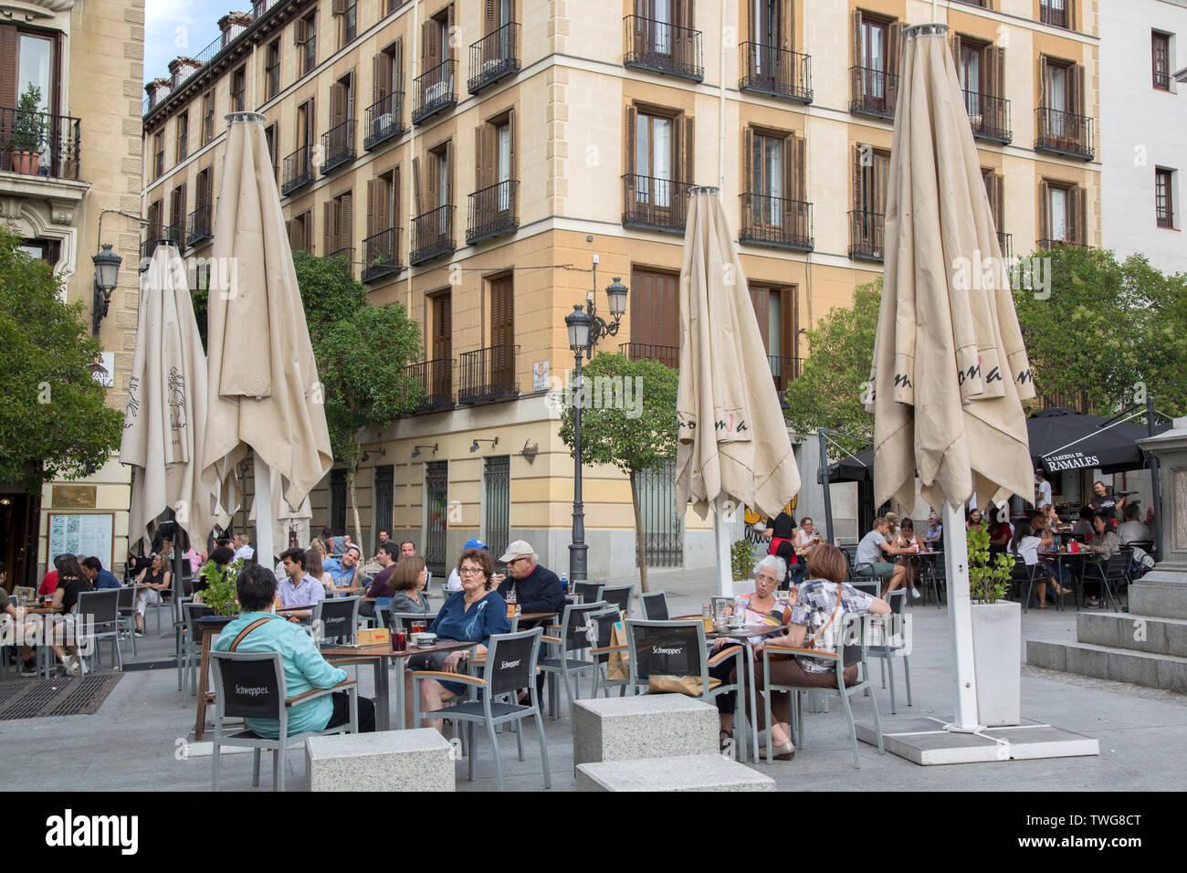 Un Café En La Terraza Plaza De Ramales Plaza Madrid