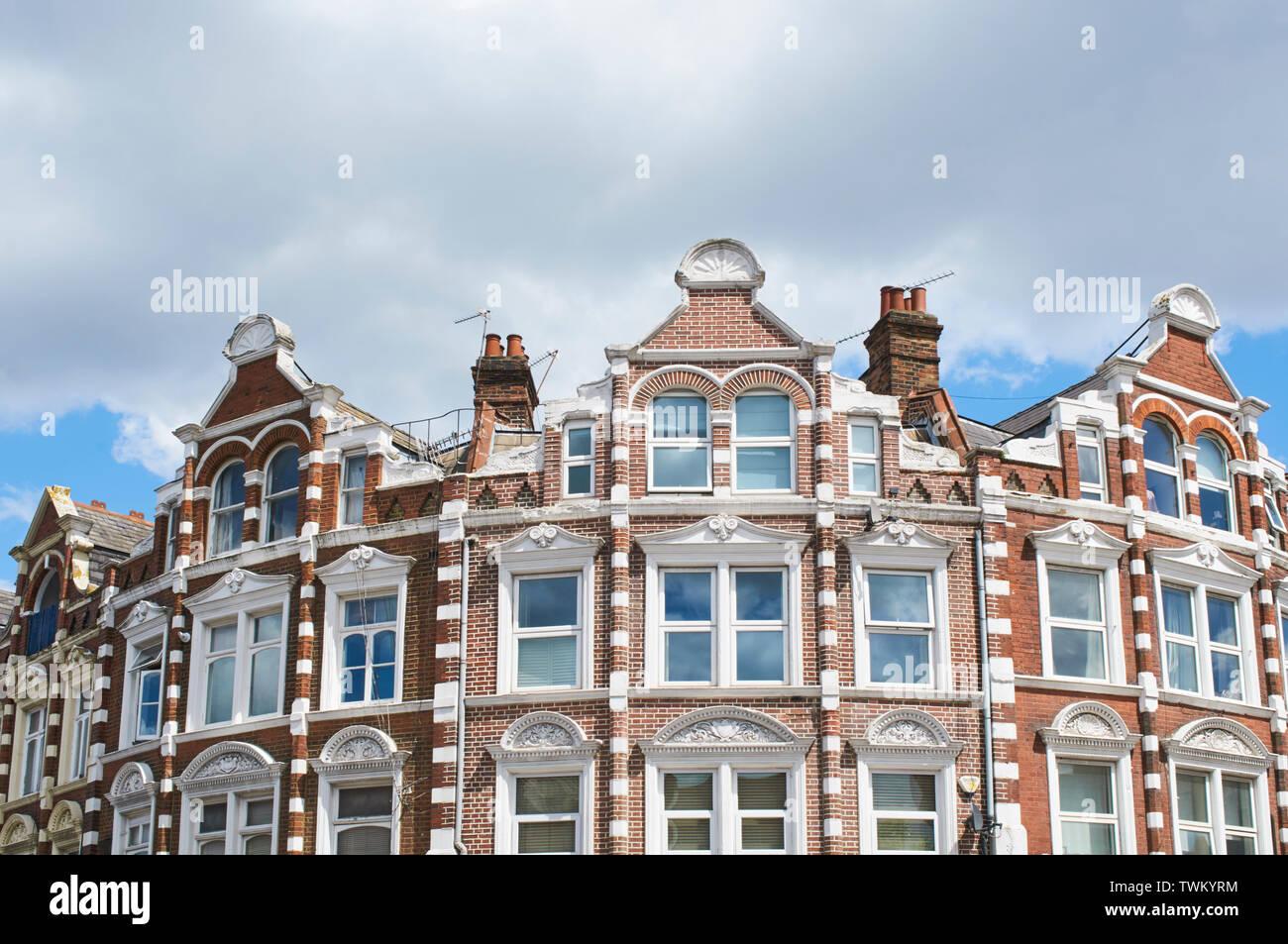 Terraza victoriana en el centro de Crouch End, en el norte de Londres, Gran Bretaña. Imagen De Stock