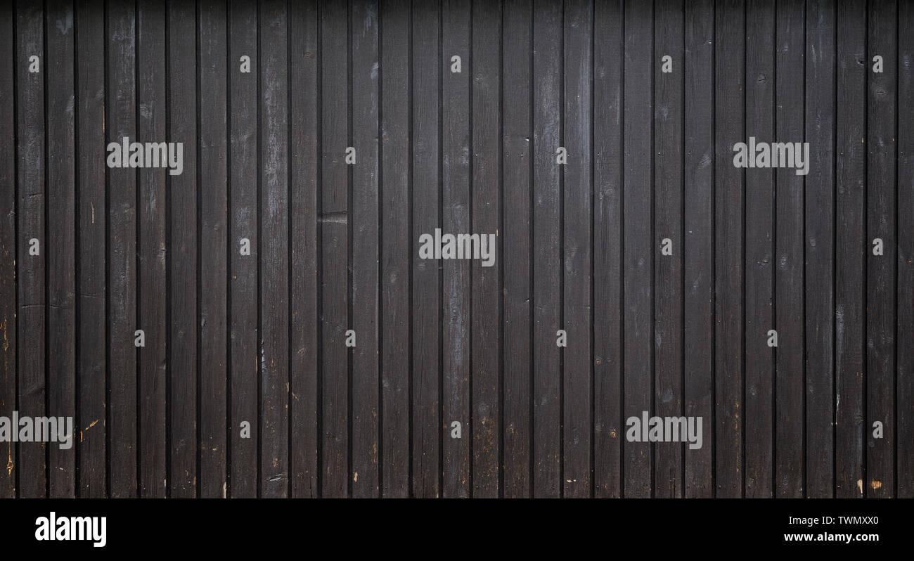 Antecedentes de fotograma completo de alta resolución de una junta de madera desgastada o paneles de pared pintada en gris oscuro con el viñeteado. Copie el espacio. Imagen De Stock