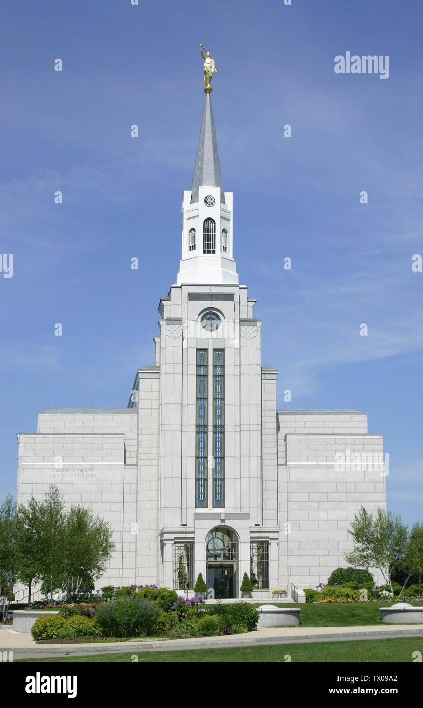"""Boston, Massachusetts """"El Templo de la Iglesia de Jesucristo de los Santos de los últimos días; el 8 de junio de 2005; w:en:Image:Bostontemple.JPG; w:en:User:Sesmith; ' Imagen De Stock"""