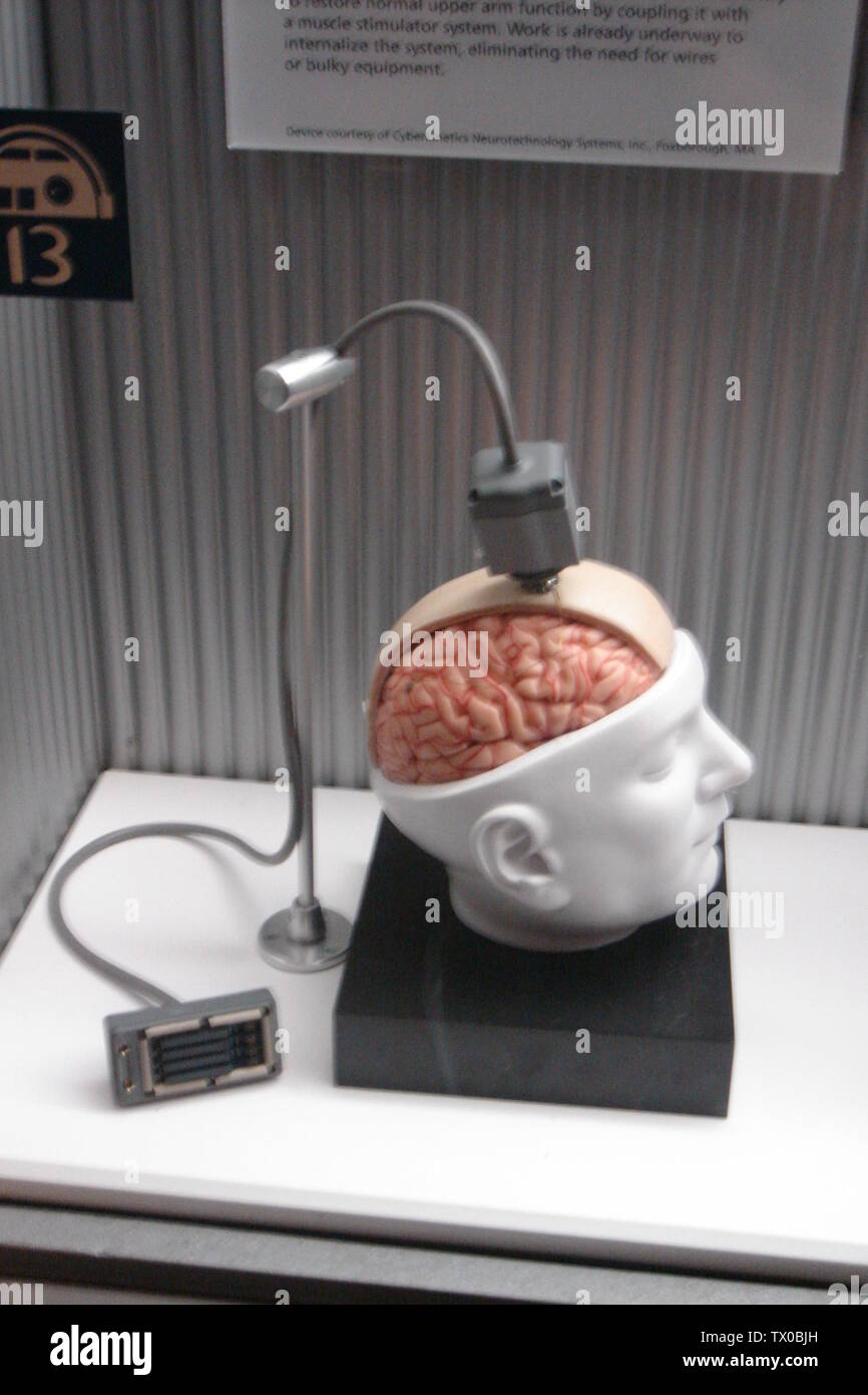 """""""Inglés: Esta es una foto de una interfaz BrainGate ficticia que fue a la exposición de Star Wars en el Museo de Ciencias de Boston en octubre de 2005. Lo tomé yo.; 15 de octubre de 2006 (fecha de carga original); trasladado desde en.wikipedia a Commons.; PaulWicks en Wikipedia en inglés; ' Imagen De Stock"""