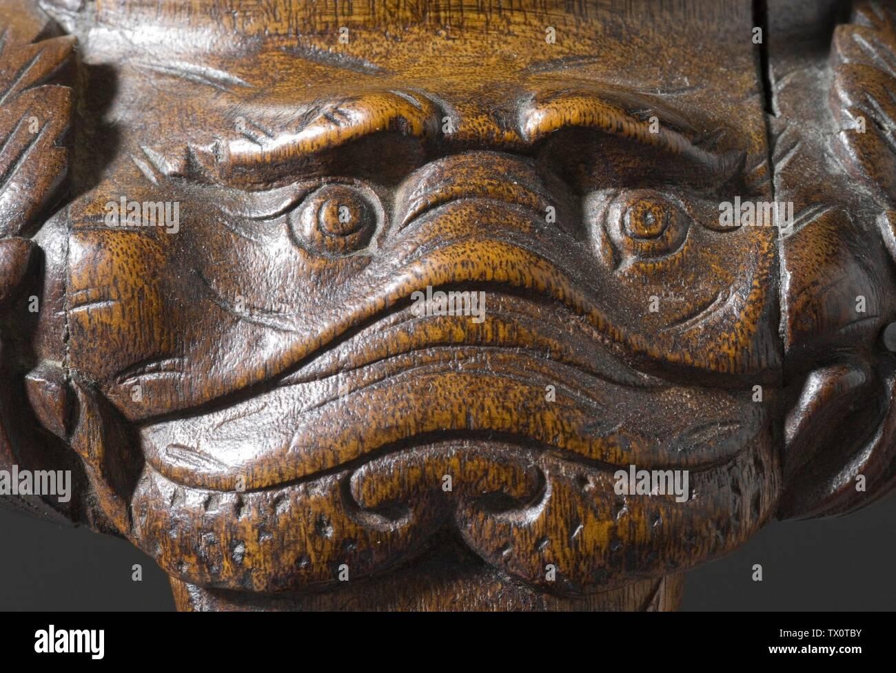'Tarjeta de mesa con Mask-Carved rodillas (Imagen 4 de 4); en inglés: Estados Unidos, Massachusetts, Boston, circa 1750; muebles muebles de nogal, pinares con forro de tapete verde original 28 1/4 x 37 1/8 x 25 1/2 pulg. (71,76 x 94,30 x 64,77 cm) de regalo de la Sra. Murray Braunfeld (M.2006.51.2) Artes Decorativas y diseño; circa 1750 fecha QS:P571,+1750-00-00T00:00:00Z/9,P1480,Q5727902; ' Imagen De Stock