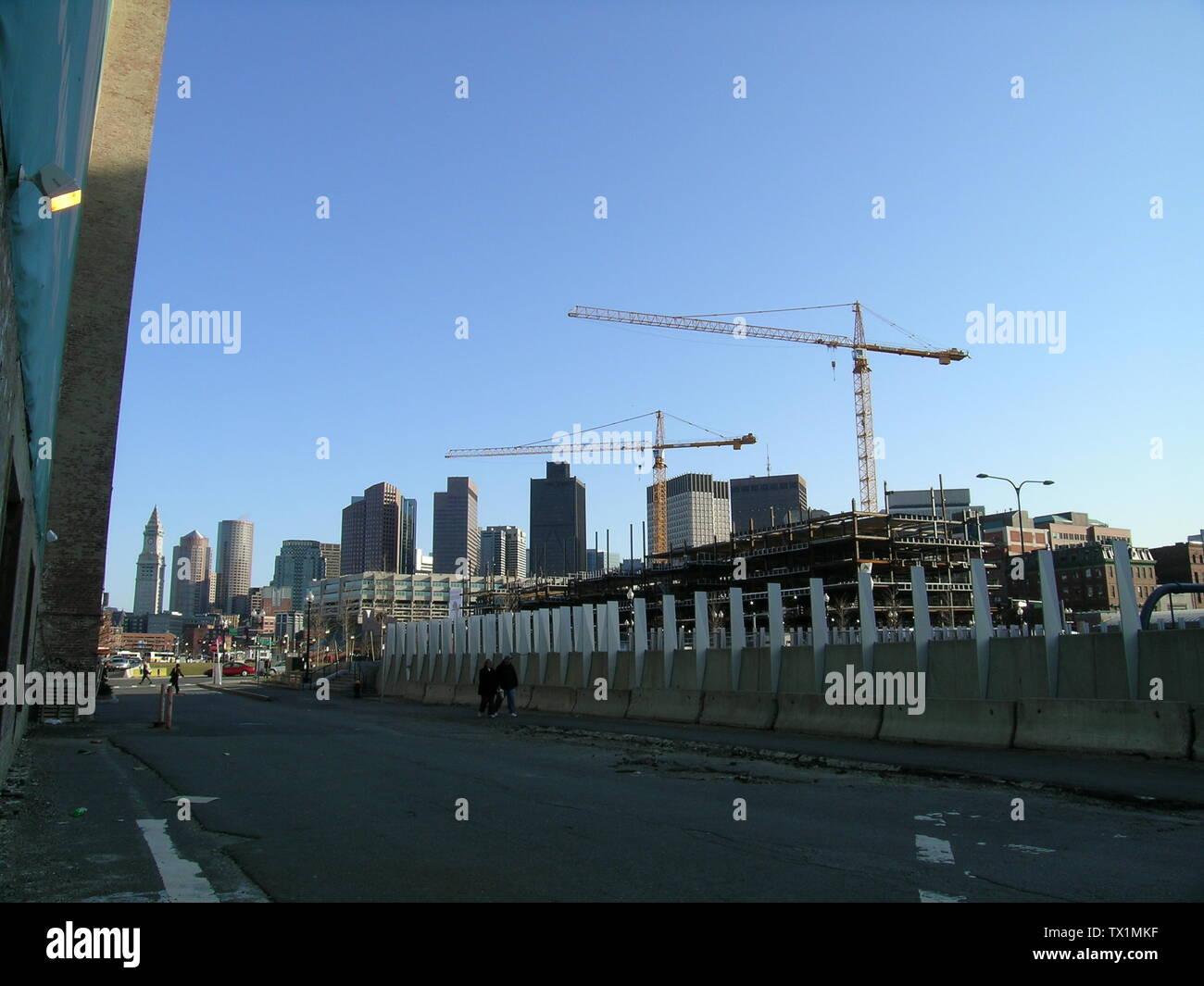 """""""Inglés: grúas y del horizonte de Boston, visto desde el extremo norte; 25 de marzo de 2008; el propio trabajo; Juan Esteban Dwyer (Boston en Wikipedia en Inglés); ' Imagen De Stock"""