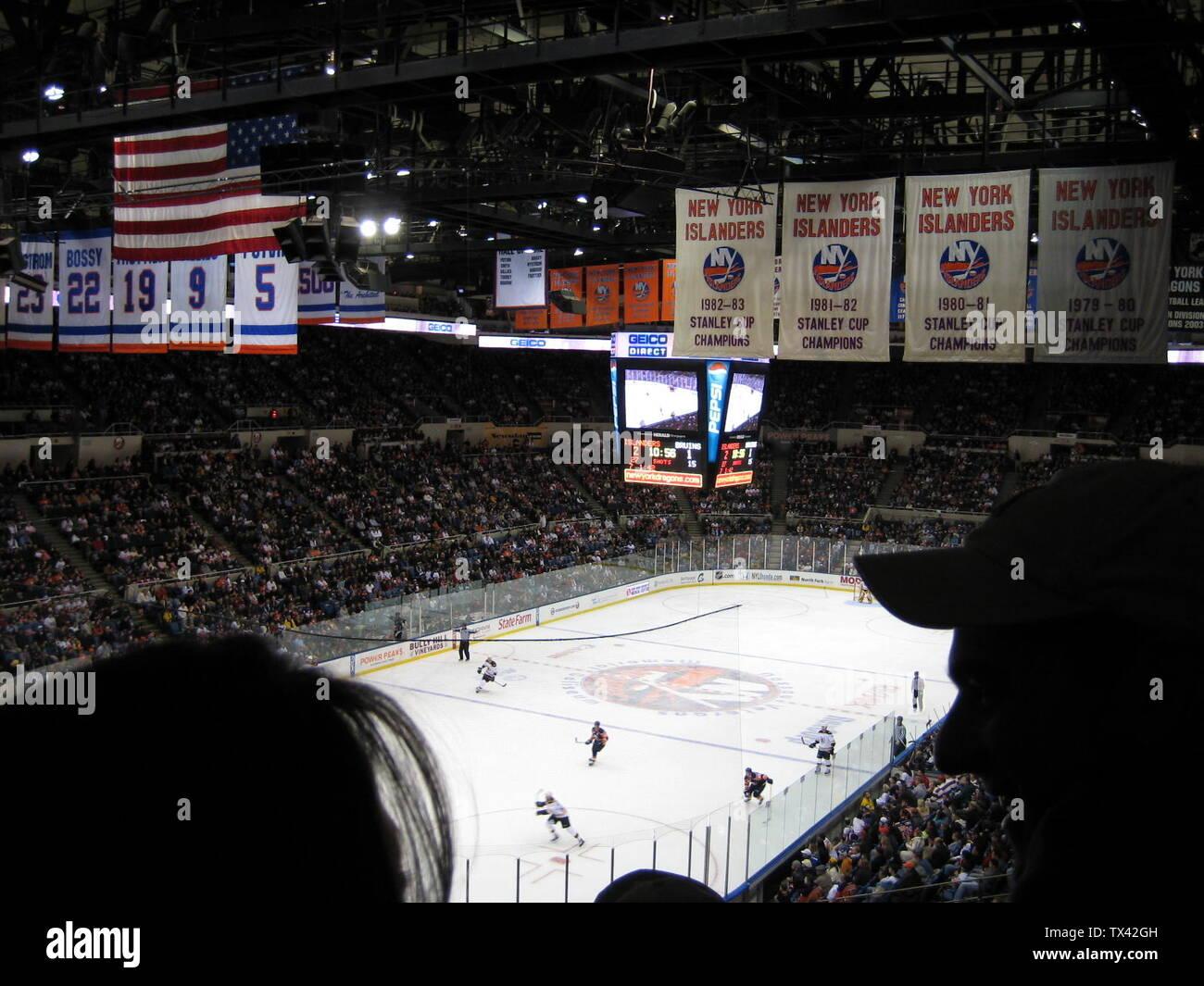"""""""Inglés: NVMC isleños durante un partido contra los Boston Bruins.; 24 de noviembre de 2007; he creado este trabajo enteramente por mí --CalBears99 (transferidos desde en.wikipedia); (CalBears99 (Hablar) uploader original fue CalBears99 en en.wikipedia; ' Imagen De Stock"""