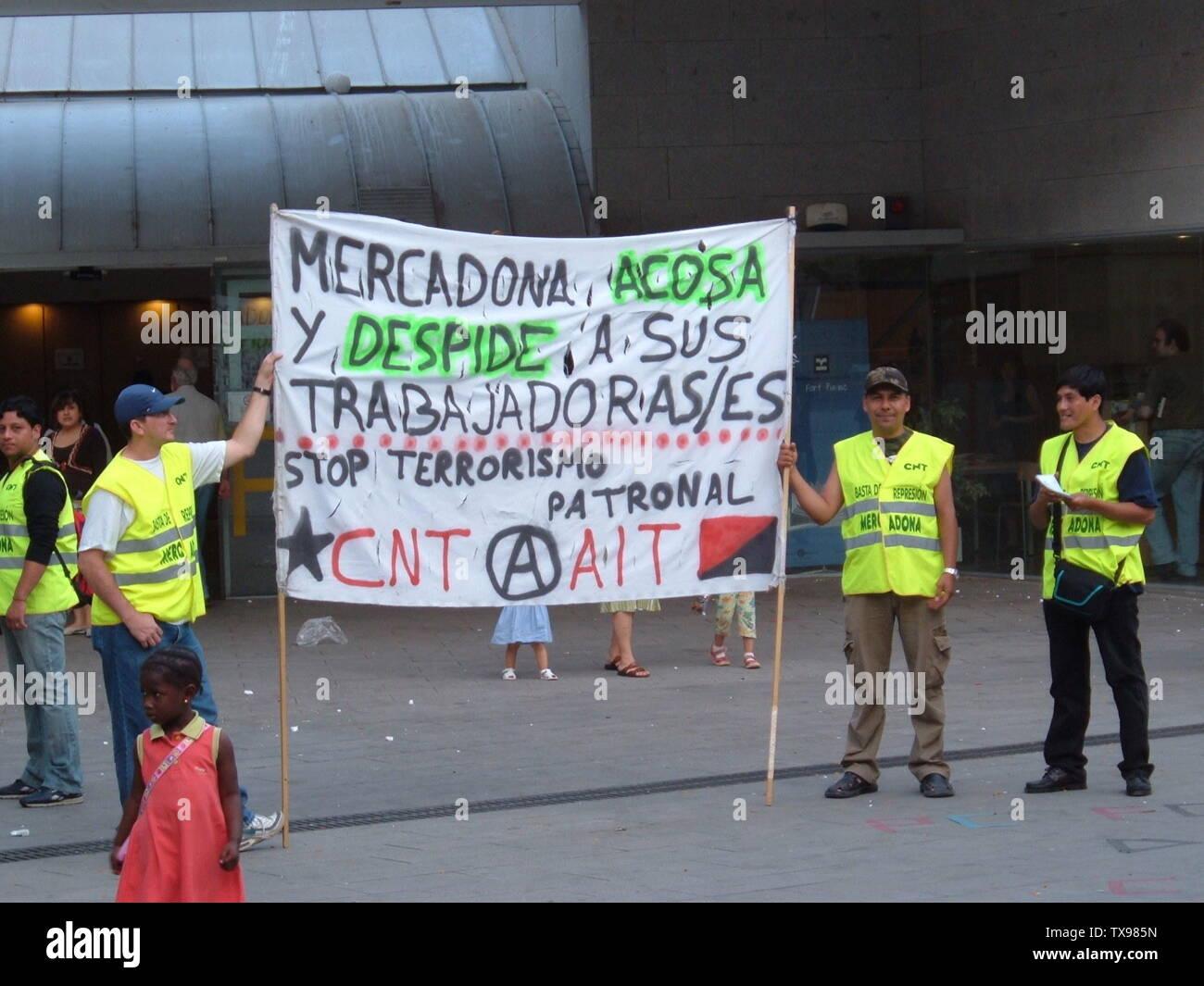 'Protesta fuera de una tienda de Mercadona en Barcelona, España; 13 de junio de 2006; el propio trabajo; Scott Ehardt; ' Imagen De Stock