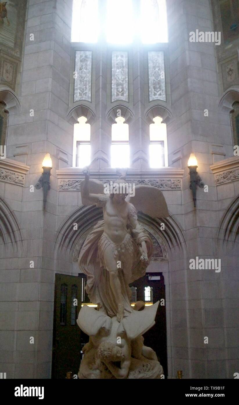 """""""Inglés: estatua de Michael en la rotonda de gasson Hall del Boston College; 4 de agosto de 2006 (fecha de carga original); el propio trabajo por el uploader original; Usuario:Boston Starbucks; rebelde ' Imagen De Stock"""