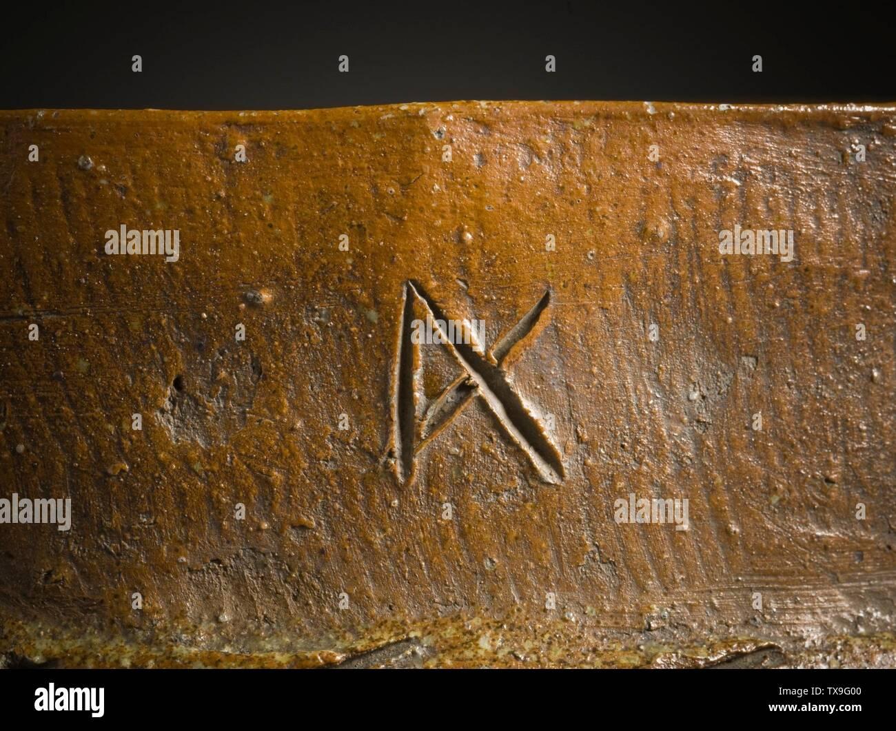 """'Mizusashi (recipiente de agua para la ceremonia del té) en forma de un cubo de madera (Imagen 7 de 7); en inglés: Japón, el período Momoyama, mobiliario 1573-1615; Serviceware Tamba ware; gres con barniz de ceniza natural a-b) de la tapa de dos piezas: 9 1/2 x 4 1/2 x 3/8 in. (24,13 x 11,43 x 0,95 cm) cada uno; c) contenedor: 10 3/4 x 10 1/4"""" x 9 1/4"""". (32,95 x 26.04 x 24.45 cm) de Regalo de David y Margaret Barry M.2009.16(a-c) arte japonés actualmente en vista pública: Pabellón de arte Japonés, piso 3; entre 1573 y 1615 fecha QS:P571,+1500-00-00T00:00:00Z/6,P1319,+1573-00-00T00:00:00Z/9,P1326,+1615-00-00T00:00:00Z/9; ' Imagen De Stock"""