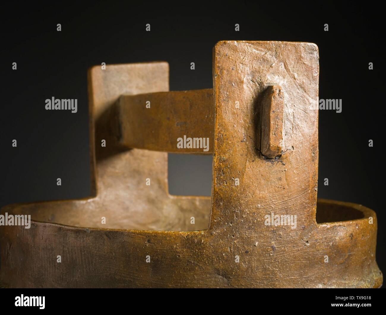 """'Mizusashi (recipiente de agua para la ceremonia del té) en forma de un cubo de madera (Imagen 5 de 7); en inglés: Japón, el período Momoyama, mobiliario 1573-1615; Serviceware Tamba ware; gres con barniz de ceniza natural a-b) de la tapa de dos piezas: 9 1/2 x 4 1/2 x 3/8 in. (24,13 x 11,43 x 0,95 cm) cada uno; c) contenedor: 10 3/4 x 10 1/4"""" x 9 1/4"""". (32,95 x 26.04 x 24.45 cm) de Regalo de David y Margaret Barry M.2009.16(a-c) arte japonés actualmente en vista pública: Pabellón de arte Japonés, piso 3; entre 1573 y 1615 fecha QS:P571,+1500-00-00T00:00:00Z/6,P1319,+1573-00-00T00:00:00Z/9,P1326,+1615-00-00T00:00:00Z/9; ' Imagen De Stock"""