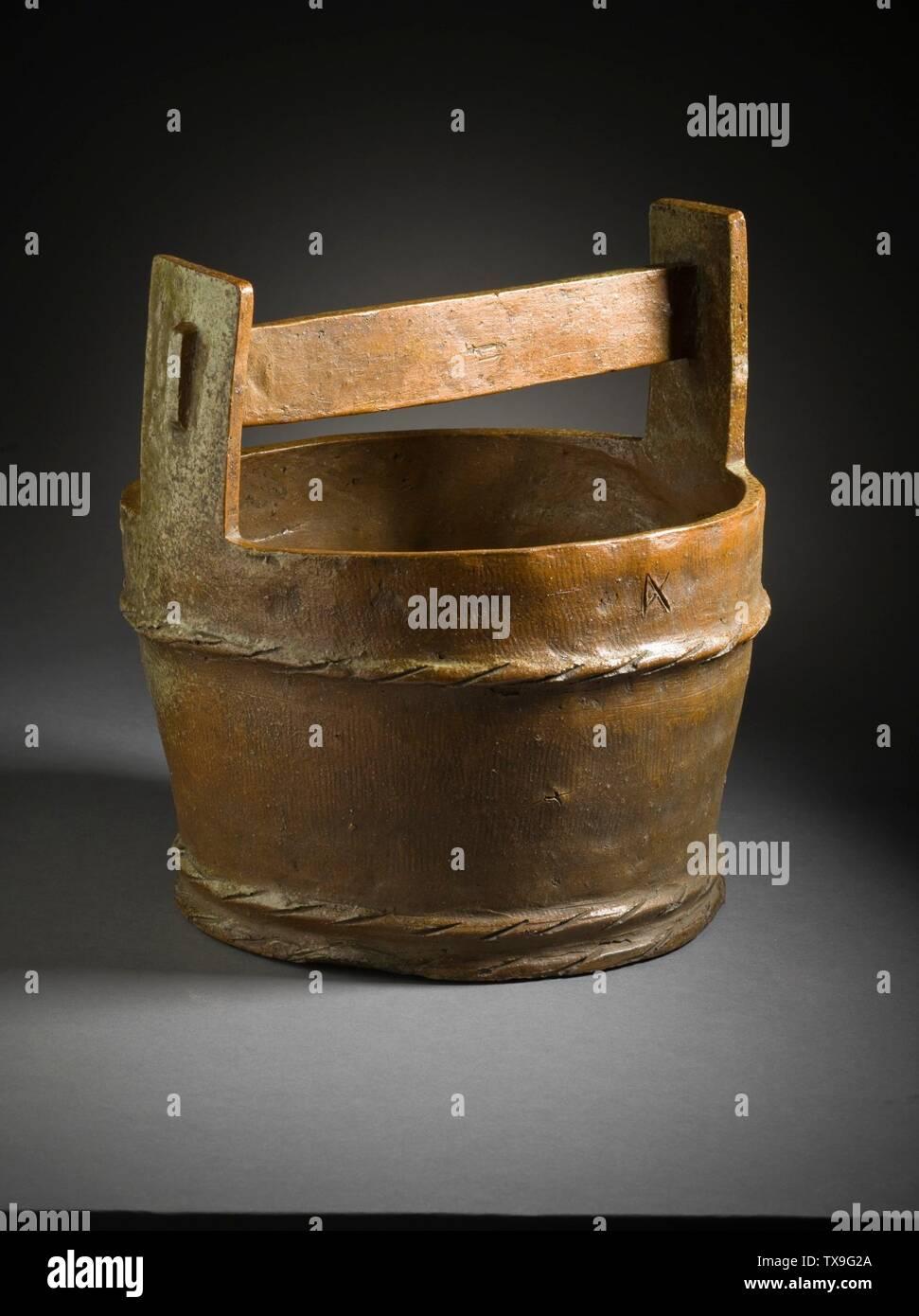 """'Mizusashi (recipiente de agua para la ceremonia del té) en forma de un cubo de madera (Imagen 1 de 7); en inglés: Japón, el período Momoyama, mobiliario 1573-1615; Serviceware Tamba ware; gres con barniz de ceniza natural a-b) de la tapa de dos piezas: 9 1/2 x 4 1/2 x 3/8 in. (24,13 x 11,43 x 0,95 cm) cada uno; c) contenedor: 10 3/4 x 10 1/4"""" x 9 1/4"""". (32,95 x 26.04 x 24.45 cm) de Regalo de David y Margaret Barry M.2009.16(a-c) arte japonés actualmente en vista pública: Pabellón de arte Japonés, piso 3; entre 1573 y 1615 fecha QS:P571,+1500-00-00T00:00:00Z/6,P1319,+1573-00-00T00:00:00Z/9,P1326,+1615-00-00T00:00:00Z/9; ' Imagen De Stock"""