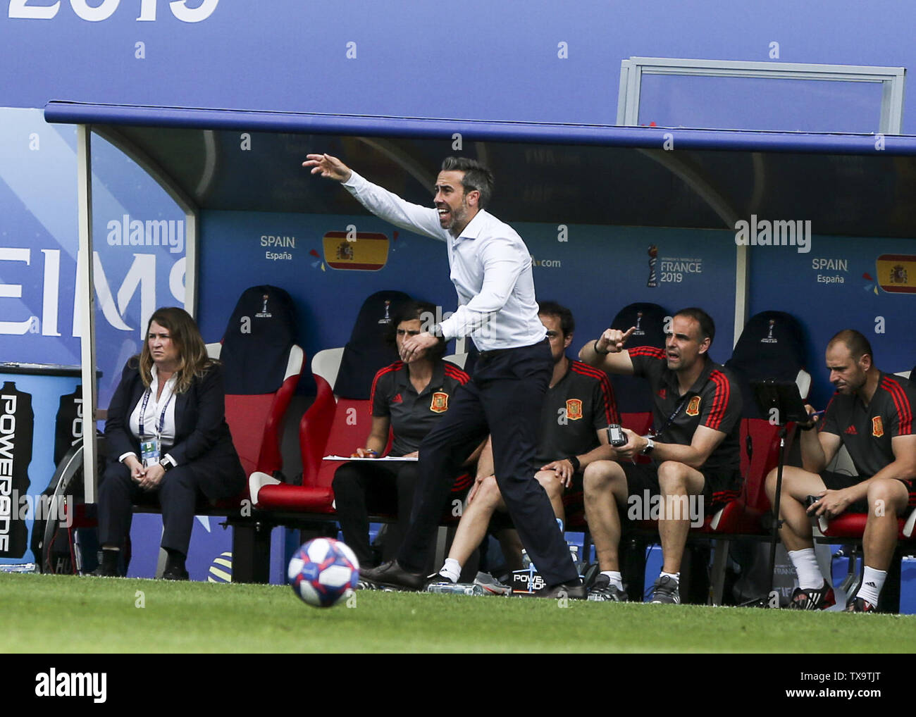 Junio 24, 2019 - Jorge Vilda, entrenador del equipo de España, Francia durante la Copa Mundial Femenina 2019 octavos de final del partido de fútbol entre España y EE.UU., el 24 de junio de 2019, en el estadio Auguste-Delaune en Reims, en el norte de Francia. (Crédito de la Imagen: © Elyxandro CegarraZUMA Wire) Imagen De Stock