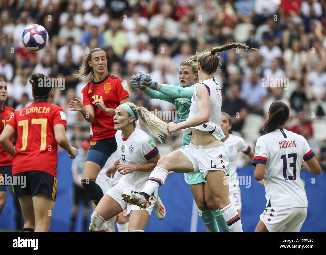Junio 24, 2019 - Alyssa Naeher; Francia durante la Copa Mundial Femenina 2019 octavos de final del partido de fútbol entre España y EE.UU., el 24 de junio de 2019, en el estadio Auguste-Delaune en Reims, en el norte de Francia. (Crédito de la Imagen: © Elyxandro CegarraZUMA Wire) Imagen De Stock