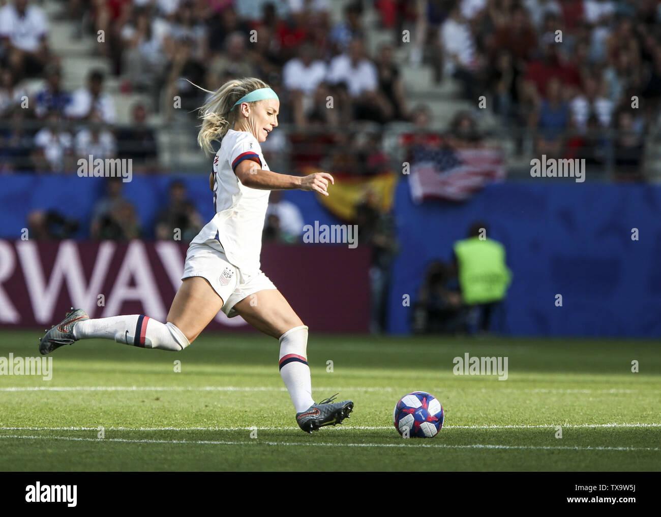 Junio 24, 2019 - Julie Ertz; Francia durante la Copa Mundial Femenina 2019 octavos de final del partido de fútbol entre España y EE.UU., el 24 de junio de 2019, en el estadio Auguste-Delaune en Reims, en el norte de Francia. (Crédito de la Imagen: © Elyxandro CegarraZUMA Wire) Imagen De Stock