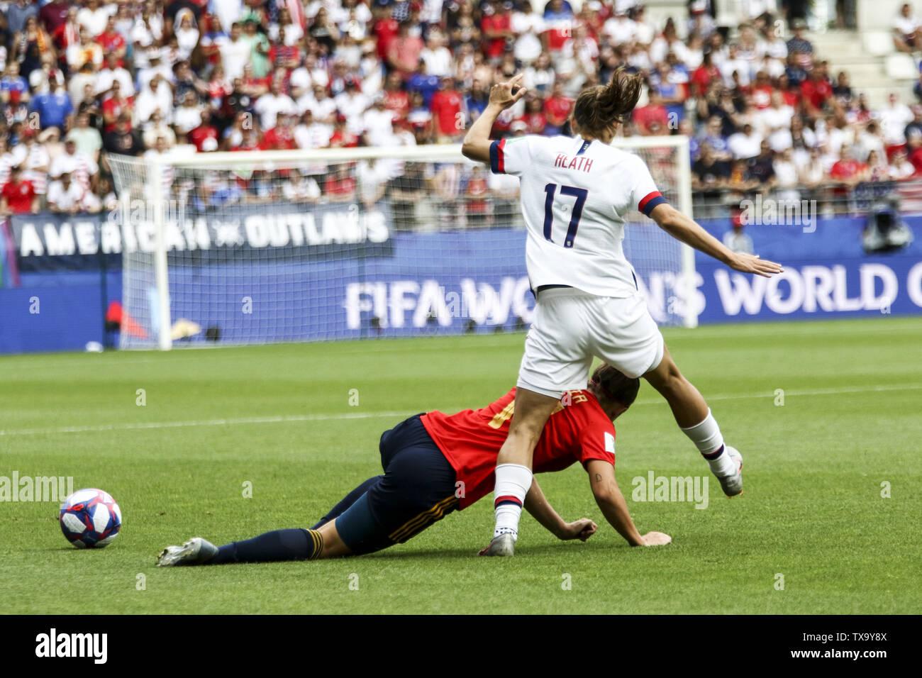 Junio 24, 2019 - Tobin Heath 17, Francia durante la Copa Mundial Femenina 2019 octavos de final del partido de fútbol entre España y EE.UU., el 24 de junio de 2019, en el estadio Auguste-Delaune en Reims, en el norte de Francia. (Crédito de la Imagen: © Elyxandro CegarraZUMA Wire) Imagen De Stock