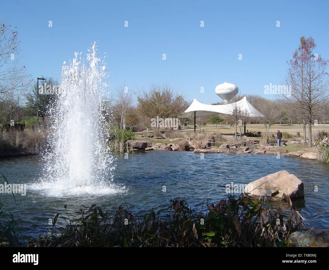 """""""La fuente/torre de agua en Oyster Creek Park, cerca de la autopista 6.; el propio trabajo por el uploader original; Judahdavis; ' Imagen De Stock"""