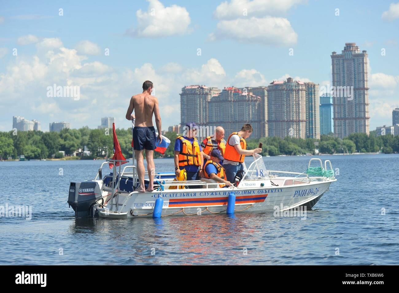 Rusia, Moscú. Los socorristas de la Strogino Estación de búsqueda y rescate en el lugar de trabajo. Imagen De Stock