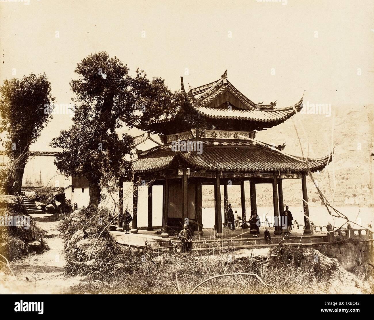 """""""Pabellón sobre el agua, S. China; en inglés: Italia, 1860 fotografías albúmina imprimir sin enmarcar: 7 1/2"""" x 9 1/2"""". (19,05 x 24,13 cm) de regalo del Sr. y la Sra. Philip Feldman (M.83.302.49) Fotografía; 1860fecha QS:P571,+1860-00-00T00:00:00Z/9; ' Imagen De Stock"""