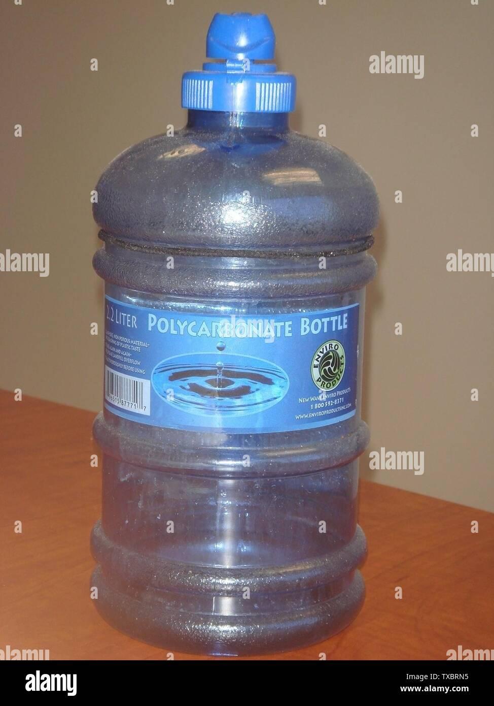 """""""Inglés: botella de agua policarbonato; 2 de julio de 2009 (fecha de carga original); por Donmike10 (Hablar); Donmike10 (Hablar); ' Imagen De Stock"""