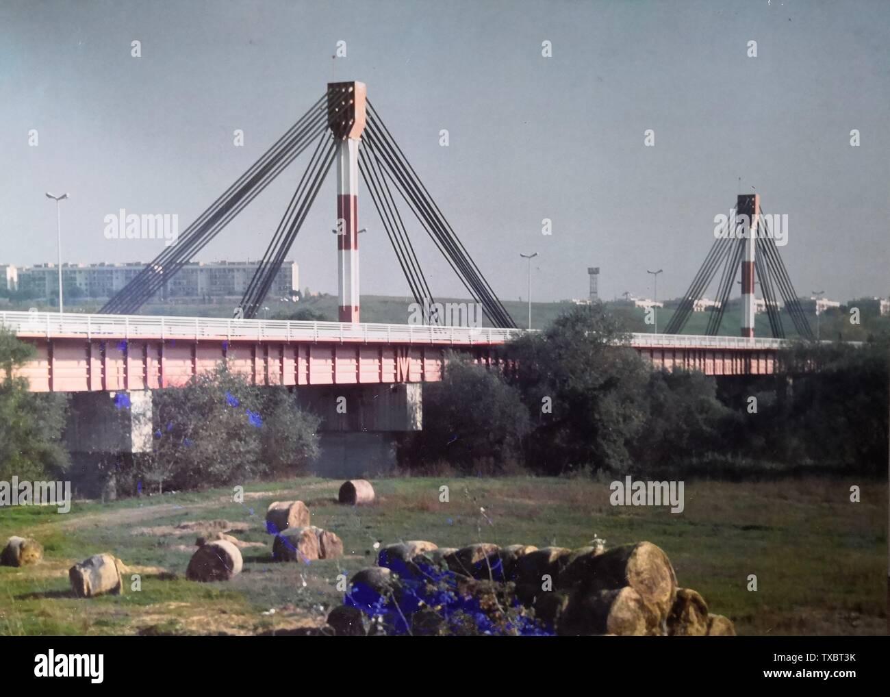 """""""Inglés: Agua Puente sobre el Tíber Italiano: Ponte Canale sul Tevere; 5 de mayo de 1978; Macchina fotografica dell'autore; Claudiotam; ' Imagen De Stock"""