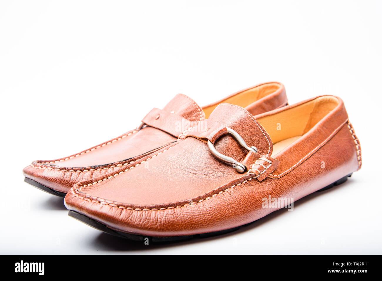 Zapatos retro y moderno concepto. El estilo de época
