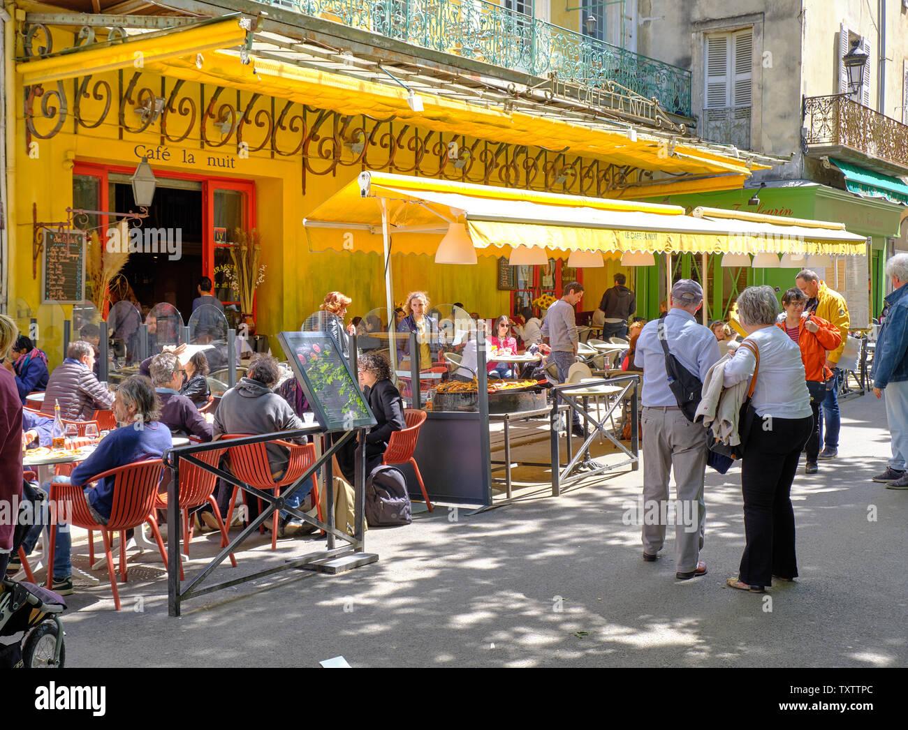 Terraza De Cafe Por La Noche Fotos E Imagenes De Stock Alamy