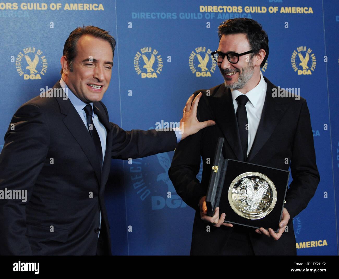 Michel Hazanavicius, director de 'El artista', aparece backstage con Cast Member Jean Dujardin en la 64ª anual de Directors Guild of America Awards en Los Angeles el 28 de enero de 2012. UPI/Jim Ruymen Imagen De Stock