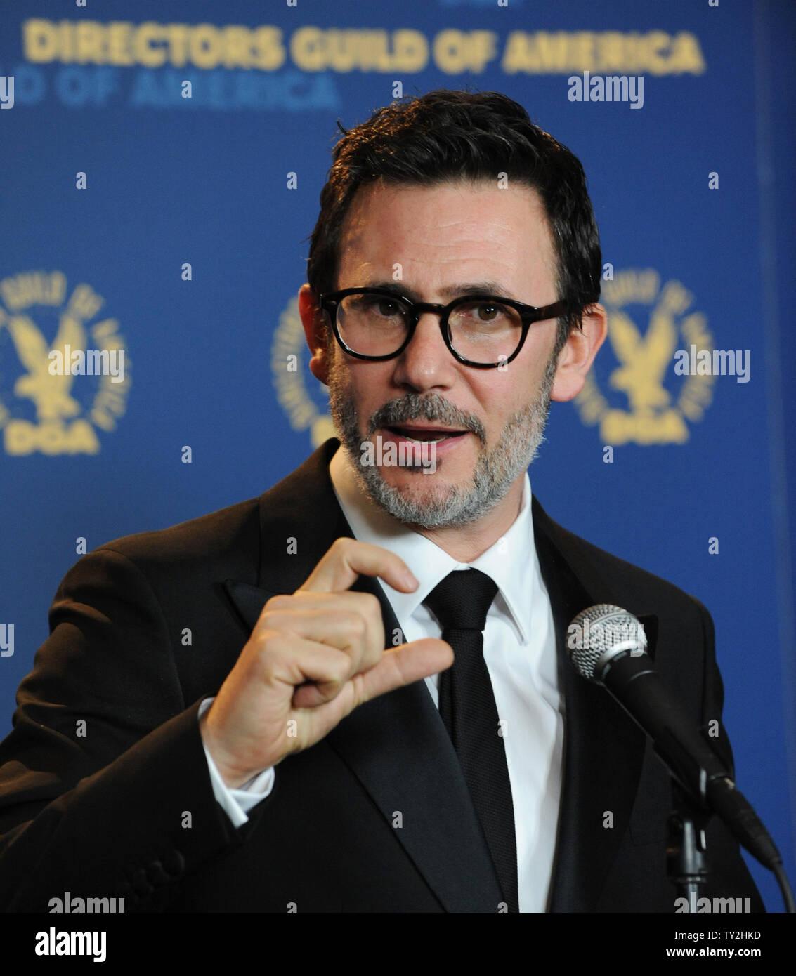 Michel Hazanavicius, director de 'El artista', aparece backstage con su premio por su destacado logro directoral en largometraje en la 64ª anual de Directors Guild of America Awards en Los Angeles el 28 de enero de 2012. UPI/Jim Ruymen Imagen De Stock