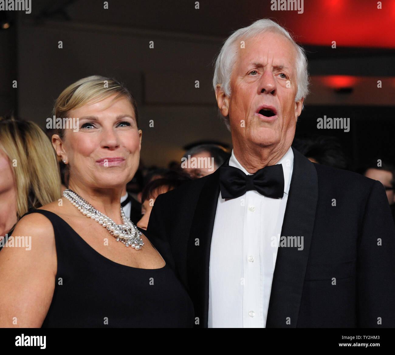 Michael Apted y un invitado asistir a la 64ª anual de Directors Guild of America Awards en Los Angeles el 28 de enero de 2012. UPI/Jim Ruymen Imagen De Stock