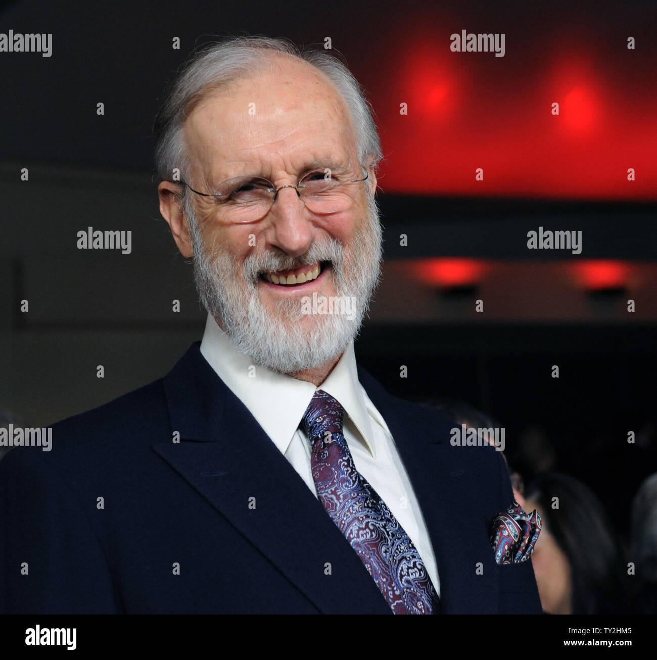 James Cromwell asiste a la 64ª anual de Directors Guild of America Awards en Los Angeles el 28 de enero de 2012. UPI/Jim Ruymen Imagen De Stock