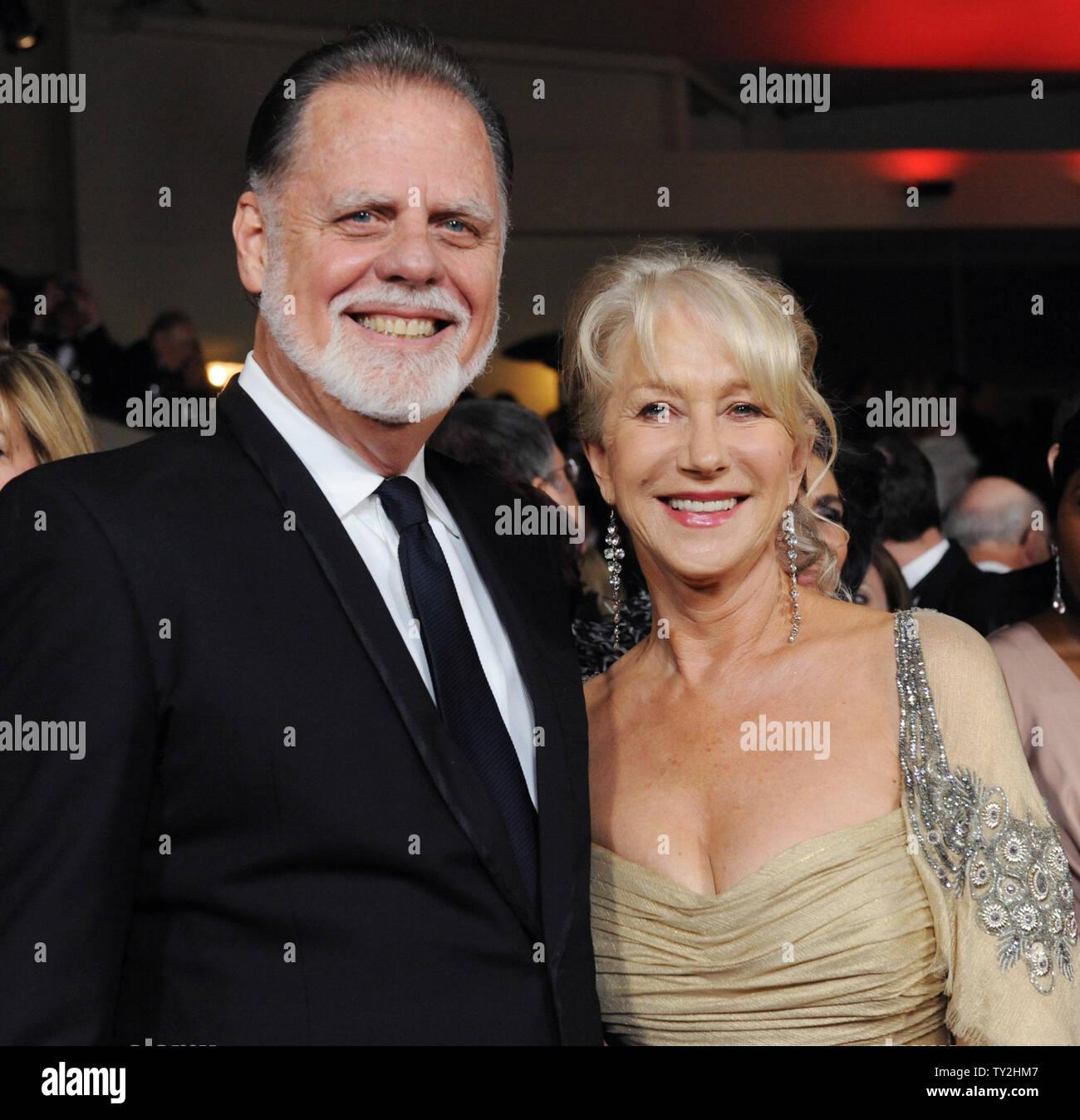La actriz Helen Mirren y su esposo, el director Taylor Hackford asistir a la 64ª anual de Directors Guild of America Awards en Los Angeles el 28 de enero de 2012. UPI/Jim Ruymen Imagen De Stock