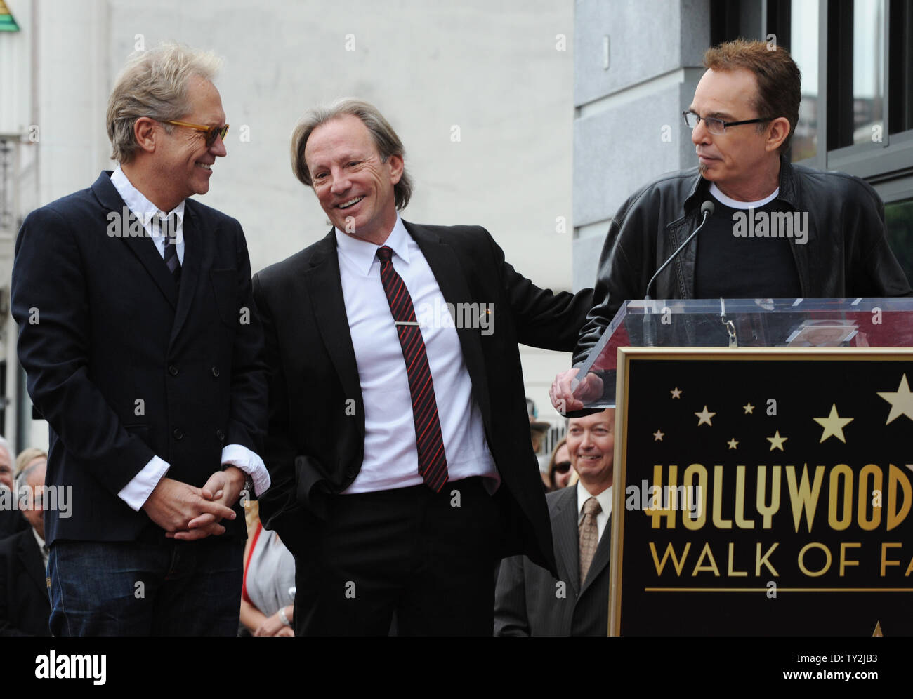 """Gerry Beckley (L) y Dewey Bunnell (C), los miembros del grupo de rock clásico y ganador de un premio Grammy, """"el dúo América, reaccionar a las observaciones formuladas por el actor Billy Bob Thorton (R) durante una ceremonia en honor a ellos con el 2,459th estrella en el Paseo de la Fama de Hollywood en Los Angeles el 6 de febrero de 2012. UPI/Jim Ruymen Imagen De Stock"""