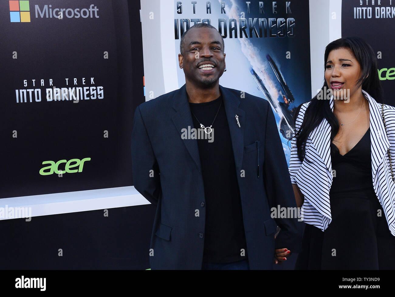 LaVar Burton llega por 'Star Trek en la oscuridad' Estreno en el Teatro Dolby en la sección de Hollywood de Los Ángeles el 14 de mayo de 2013. UPI/Jim Ruymen Imagen De Stock