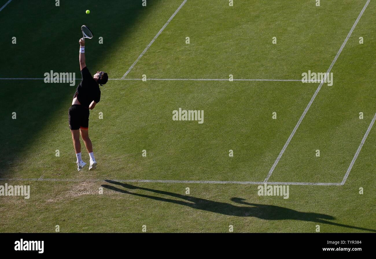 Devonshire Park, Eastbourne, Reino Unido. El 26 de junio, 2019. Nature Valley torneo de tenis internacional; Cameron Norrie (GBR) sirve a Kyle Edmund (GBR) Credit: Además de los deportes de acción/Alamy Live News Foto de stock