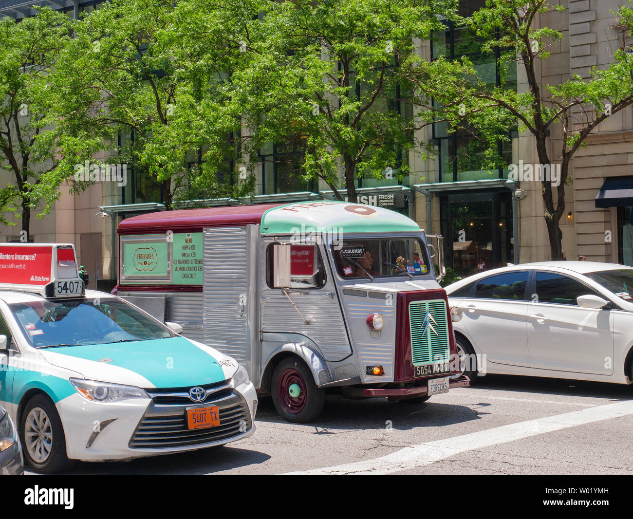 'Billy', el camión, una rosquilla Firecakes 1963 Citroën H Van. Michigan Avenue, Chicago, Illinois. Foto de stock