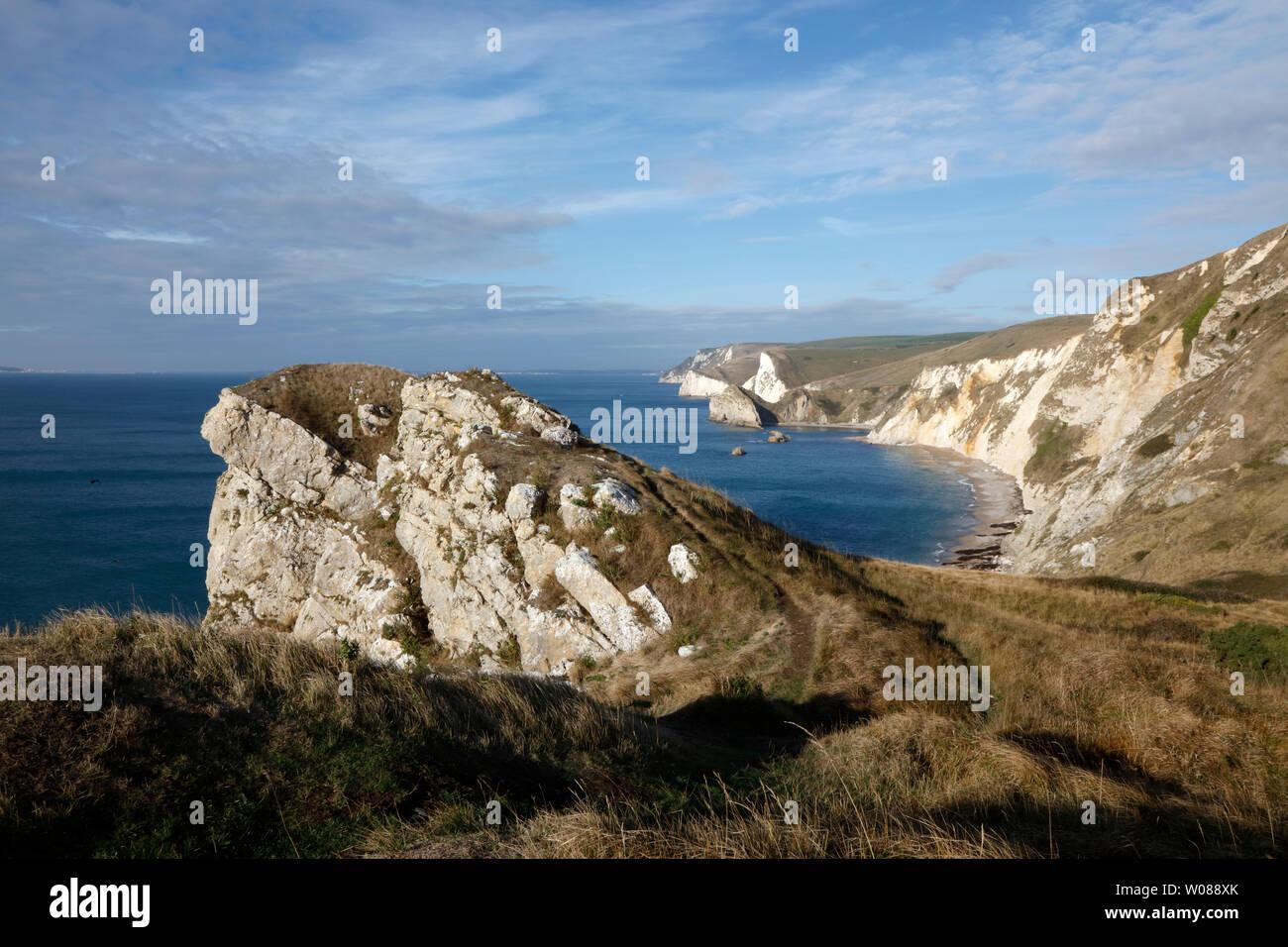 Vista desde la puerta de Durdle Dungy Cabeza a Cabeza Swyre y sobre la Costa Jurásica de Dorset, Inglaterra, Reino Unido. Foto de stock